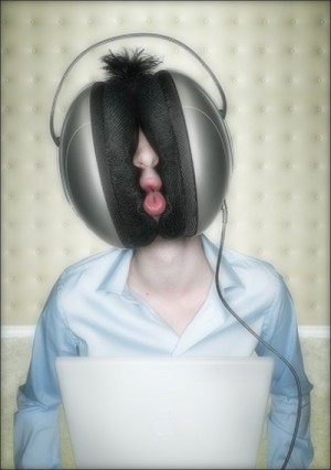 digital-big-headphones-christophe-gilbert-020-300x426
